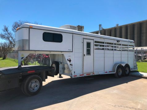 2000 C&M Trailers 3 HORSE TRAILER W/LIVING QUARTERS  in Fort Worth, TX