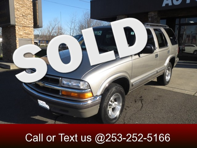 2000 Chevrolet Blazer LT Handsome styling Loads of features and a Smooth Reliable drive is what