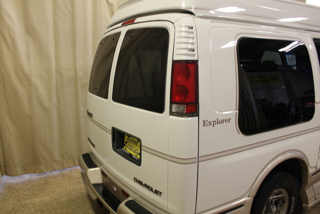 2000 Chevrolet Express Conversion Van w/YF7 Roscoe, Illinois 4
