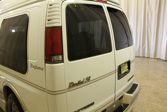 2000 Chevrolet Express Conversion Van w/YF7 Roscoe, Illinois 5