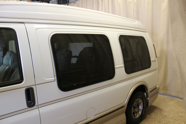 2000 Chevrolet Express Conversion Van w/YF7 Roscoe, Illinois 7