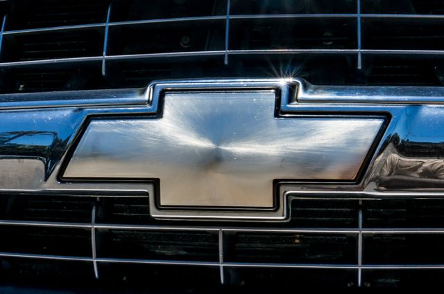 2000 Chevrolet Suburban LT 2500 - AUTO - 3RD ROW - DVD - TOW PKG Reseda, CA 44