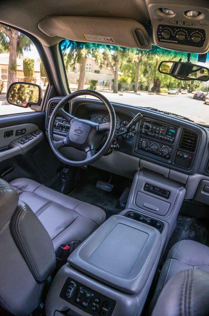 2000 Chevrolet Suburban LT 2500 - AUTO - 3RD ROW - DVD - TOW PKG Reseda, CA 32