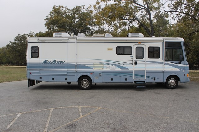 2000 Fleetwood Pace Arrow 33V 2 Slide San Antonio, Texas 55