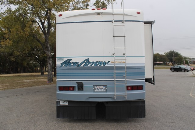 2000 Fleetwood Pace Arrow 33V 2 Slide San Antonio, Texas 42