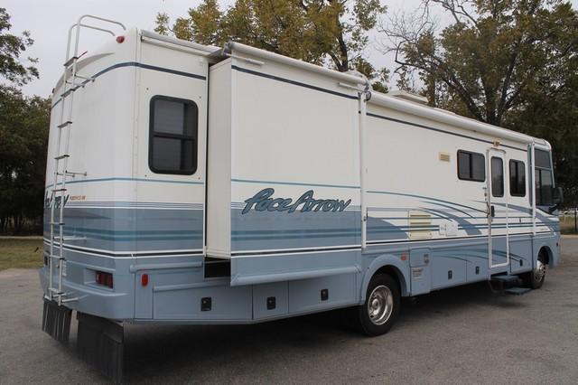 2000 Fleetwood Pace Arrow 33V 2 Slide San Antonio, Texas 44