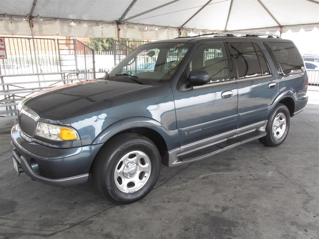2000 Lincoln Navigator This particular vehicle has a SALVAGE title Please call or email to check