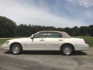 2000 Lincoln Town Car Executive Ravenna, Ohio 1