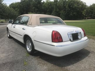 2000 Lincoln Town Car Executive Ravenna, Ohio 2