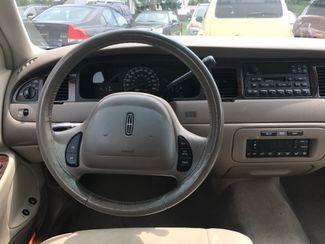 2000 Lincoln Town Car Executive Ravenna, Ohio 9