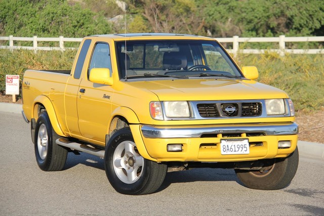 2000 Nissan Frontier SE Santa Clarita, CA 3