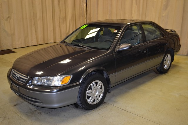 2000 Toyota Camry LE Roscoe, Illinois 3