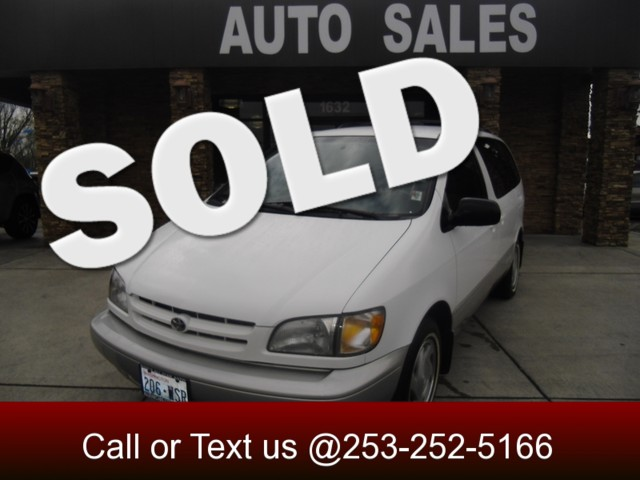 2000 Toyota Sienna LE If you want alot of seats then this is the vehicle for you Dont get a big s