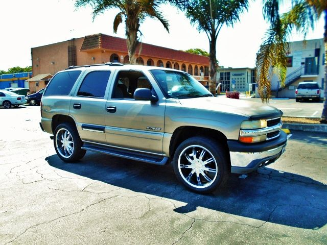 2001 Chevrolet Tahoe LS Limited warranty included to assure your worry-free purchase AutoCheck re