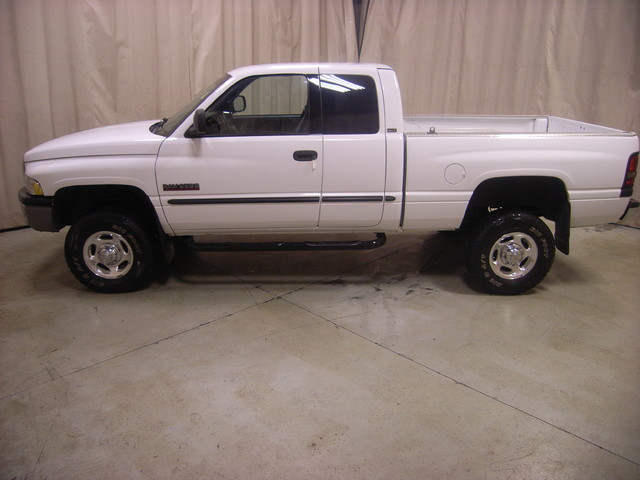 2001 Dodge Ram 2500 Roscoe, Illinois 1