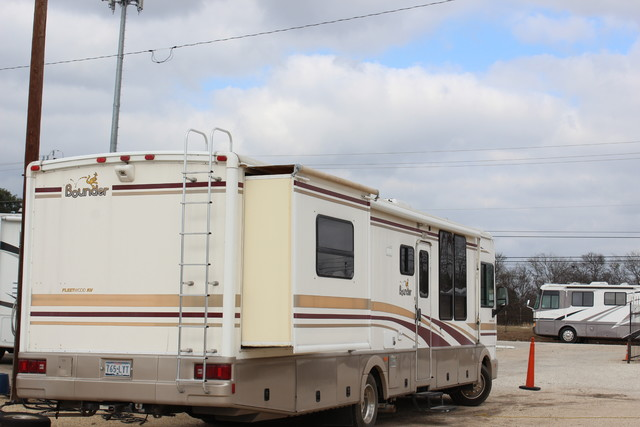2001 Fleetwood Bounder San Antonio, Texas 42