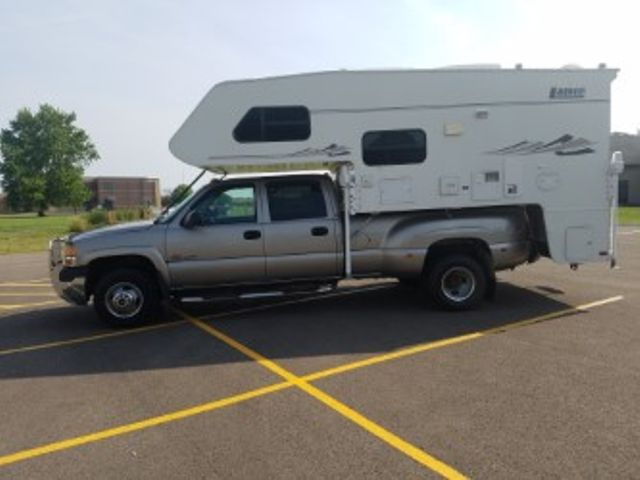 2001 GMC Sierra 3500 SLE Roscoe, Illinois 1