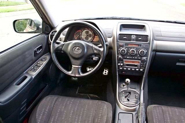 2001 Lexus IS 300 SPORT AUTOMATIC XENON ALLOY WHLS SERVICE RECORDS 1-OWNER Woodland Hills, CA 16