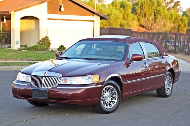 2001 Lincoln TOWN CAR SIGNATURE ONLY 58K ORIGINAL MLS AUTO SERVICE RECORDS NEW TIRES Woodland Hills, CA 1