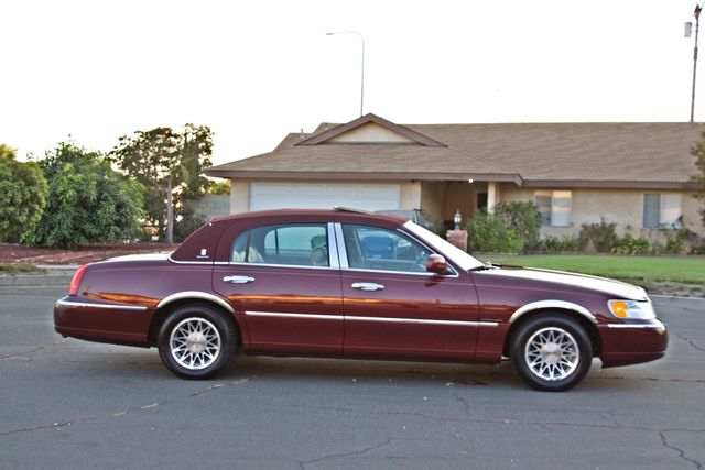 2001 Lincoln TOWN CAR SIGNATURE ONLY 58K ORIGINAL MLS AUTO SERVICE RECORDS NEW TIRES Woodland Hills, CA 7