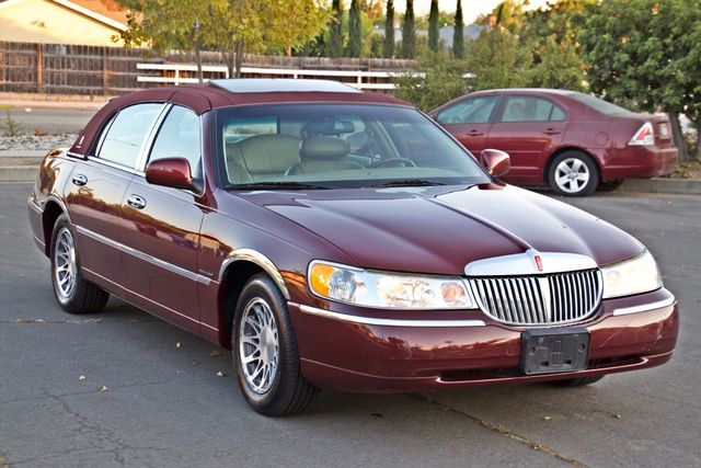 2001 Lincoln TOWN CAR SIGNATURE ONLY 58K ORIGINAL MLS AUTO SERVICE RECORDS NEW TIRES Woodland Hills, CA 8