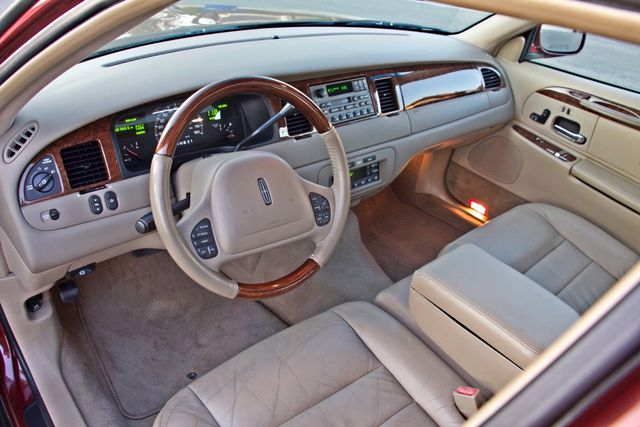 2001 Lincoln TOWN CAR SIGNATURE ONLY 58K ORIGINAL MLS AUTO SERVICE RECORDS NEW TIRES Woodland Hills, CA 17