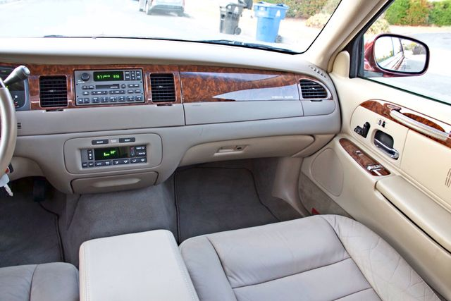 2001 Lincoln TOWN CAR SIGNATURE ONLY 58K ORIGINAL MLS AUTO SERVICE RECORDS NEW TIRES Woodland Hills, CA 24