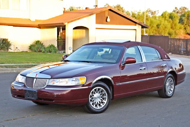 2001 Lincoln TOWN CAR SIGNATURE ONLY 58K ORIGINAL MLS AUTO SERVICE RECORDS NEW TIRES Woodland Hills, CA 2
