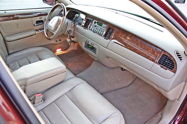 2001 Lincoln TOWN CAR SIGNATURE ONLY 58K ORIGINAL MLS AUTO SERVICE RECORDS NEW TIRES Woodland Hills, CA 28