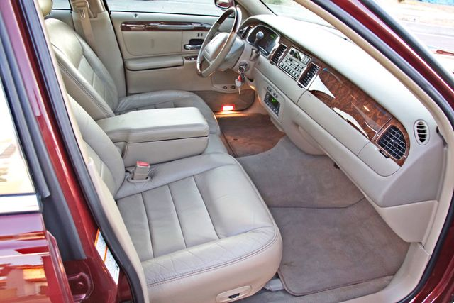 2001 Lincoln TOWN CAR SIGNATURE ONLY 58K ORIGINAL MLS AUTO SERVICE RECORDS NEW TIRES Woodland Hills, CA 29