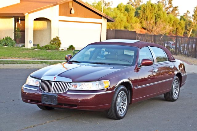 2001 Lincoln TOWN CAR SIGNATURE ONLY 58K ORIGINAL MLS AUTO SERVICE RECORDS NEW TIRES Woodland Hills, CA 10