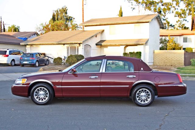 2001 Lincoln TOWN CAR SIGNATURE ONLY 58K ORIGINAL MLS AUTO SERVICE RECORDS NEW TIRES Woodland Hills, CA 3
