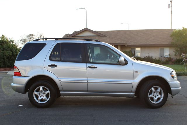 2001 Mercedes-Benz ML320 AUTOMATIC SUNROOF LEATHER XENON SERVICE RECORDS! Woodland Hills, CA 8