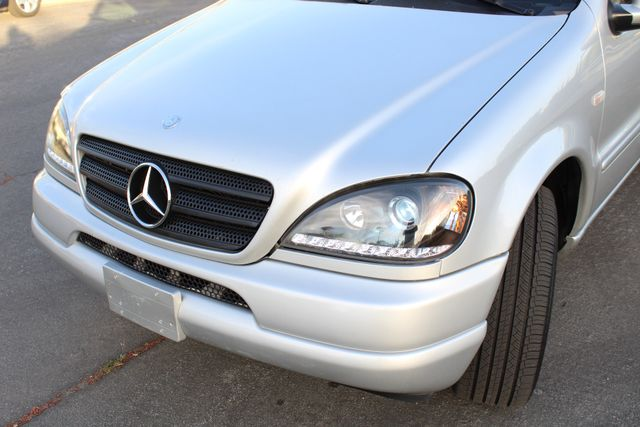 2001 Mercedes-Benz ML320 AUTOMATIC SUNROOF LEATHER XENON SERVICE RECORDS! Woodland Hills, CA 13