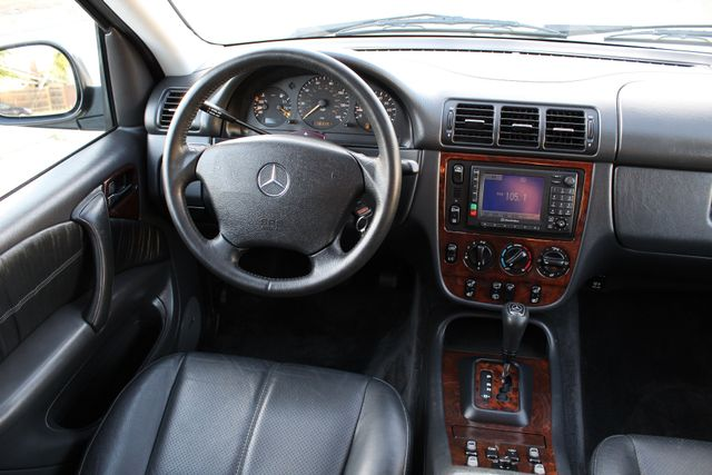 2001 Mercedes-Benz ML320 AUTOMATIC SUNROOF LEATHER XENON SERVICE RECORDS! Woodland Hills, CA 20