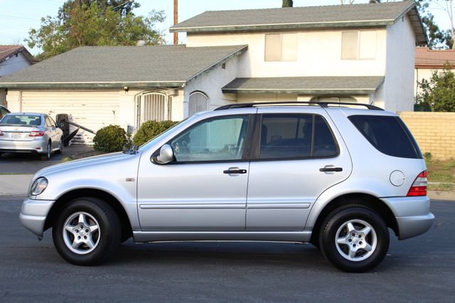 2001 Mercedes-Benz ML320 AUTOMATIC SUNROOF LEATHER XENON SERVICE RECORDS! Woodland Hills, CA 2