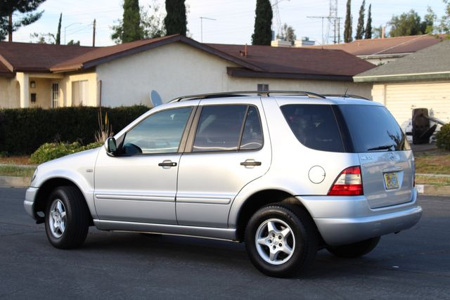 2001 Mercedes-Benz ML320 AUTOMATIC SUNROOF LEATHER XENON SERVICE RECORDS! Woodland Hills, CA 3