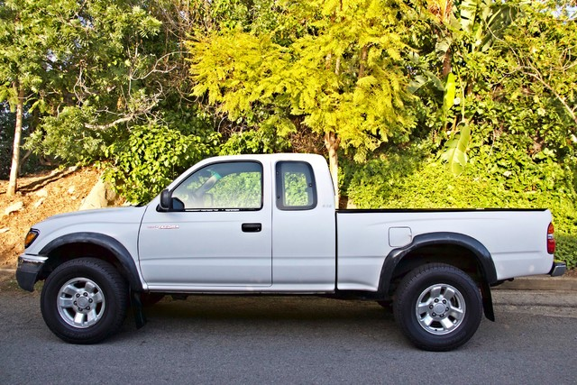 2001 Toyota TACOMA PRERUNNER 1-OWNER AUTOMATIC V6 SERVICE RECORDS NEW TIRES Woodland Hills, CA 28