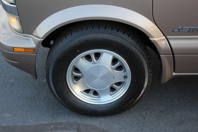 2002 Chevrolet Astro Passenger LT-LOW MILES-LEATHER- Mooresville , NC 35