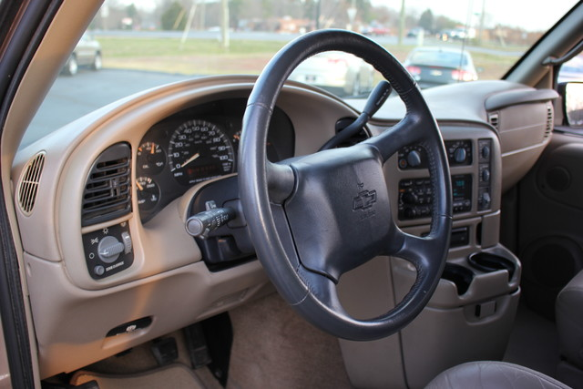 2002 Chevrolet Astro Passenger LT-LOW MILES-LEATHER- Mooresville , NC 42