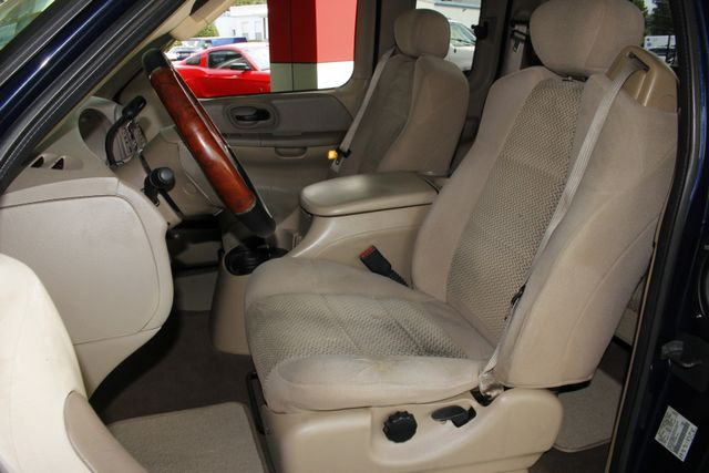 2002 Ford F-150 XLT SuperCab RWD -  V8 - BUCKET SEATS! Mooresville , NC 6