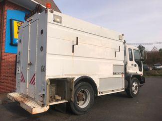 2002 GMC T7500 BOX TRUCK 12' UTILITY BODY ALLISON TRANS 250HP CAT 7.2 MOTOR Richmond, Virginia 4