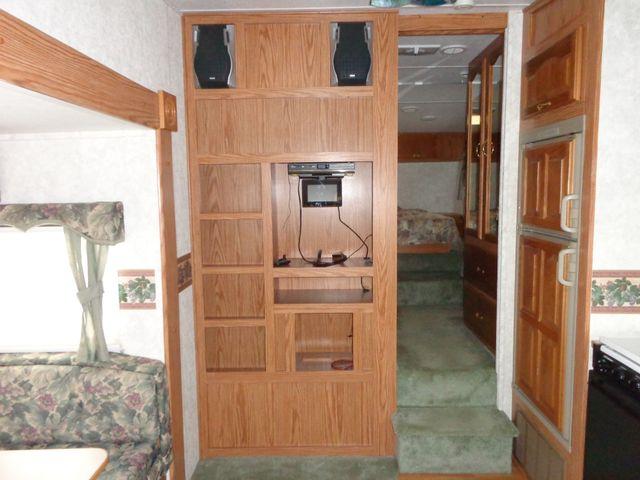 2002 Keystone Cougar 246EFS Mandan, North Dakota 3