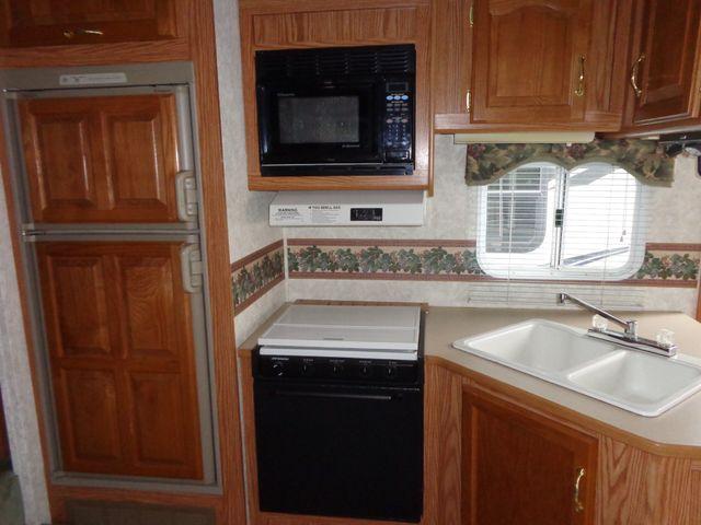 2002 Keystone Cougar 246EFS Mandan, North Dakota 5