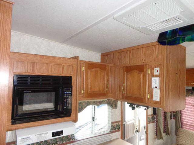 2002 Keystone Cougar 246EFS Mandan, North Dakota 7