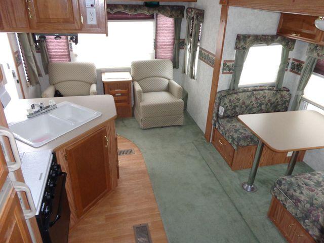 2002 Keystone Cougar 246EFS Mandan, North Dakota 8