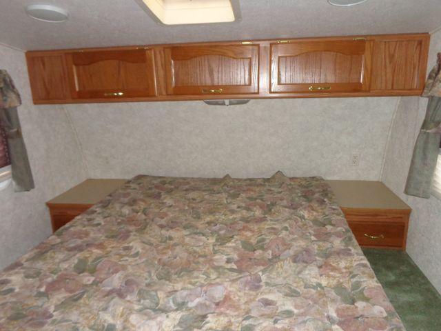 2002 Keystone Cougar 246EFS Mandan, North Dakota 9