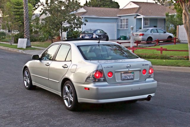 2002 Lexus IS 300 SPORT AUTOMATIC XENON MOONROOF NAVIGATION SERVICE RECORDS NEW TIRES! Woodland Hills, CA 3