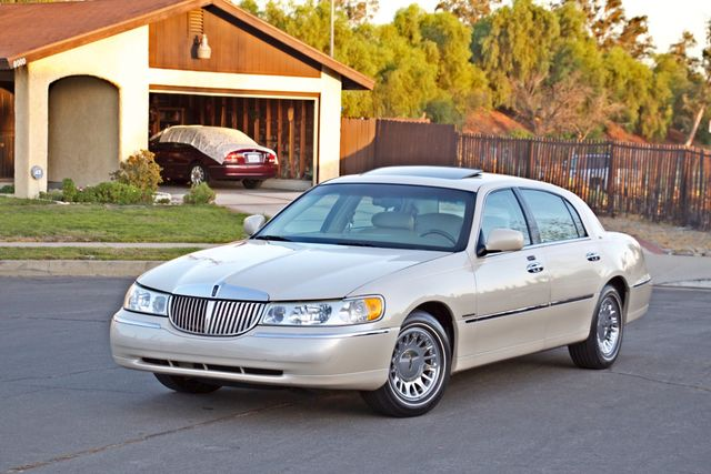 2002 Lincoln TOWN CAR CARTIER ONLY 78K MLS AUTOMATIC NEW TIRES 1-OWNER Woodland Hills, CA 1