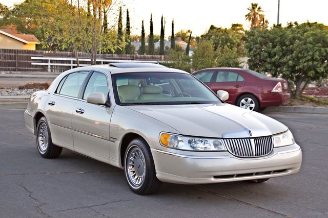 2002 Lincoln TOWN CAR CARTIER ONLY 78K MLS AUTOMATIC NEW TIRES 1-OWNER Woodland Hills, CA 8